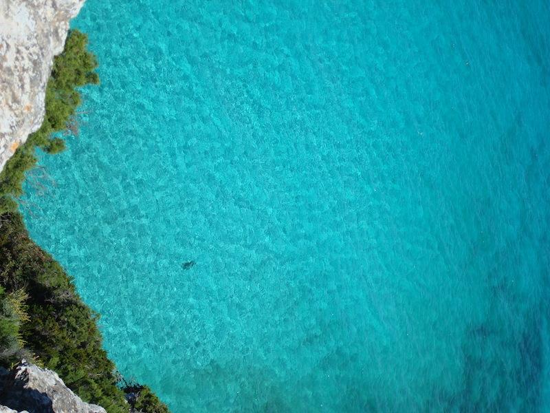 Il mare azzurro di es calo