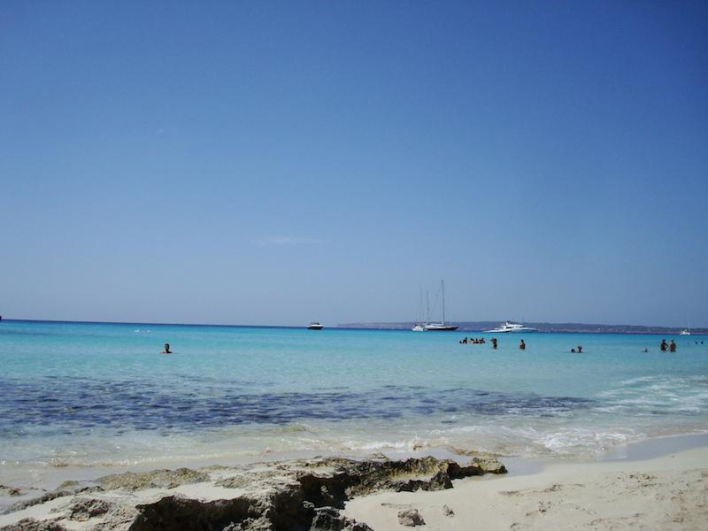 La spiaggia di es arenal a Mitjorn